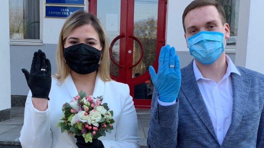 Из-за коронавируса брачные торжества перенесли на июнь