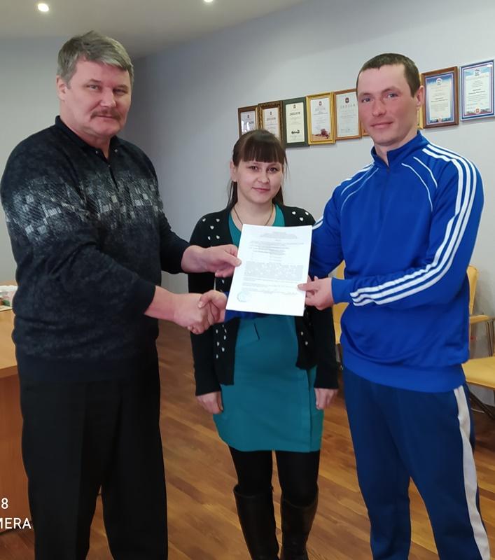 Молодая семья получила свидетельство на социальную выплату для приобретения жилья
