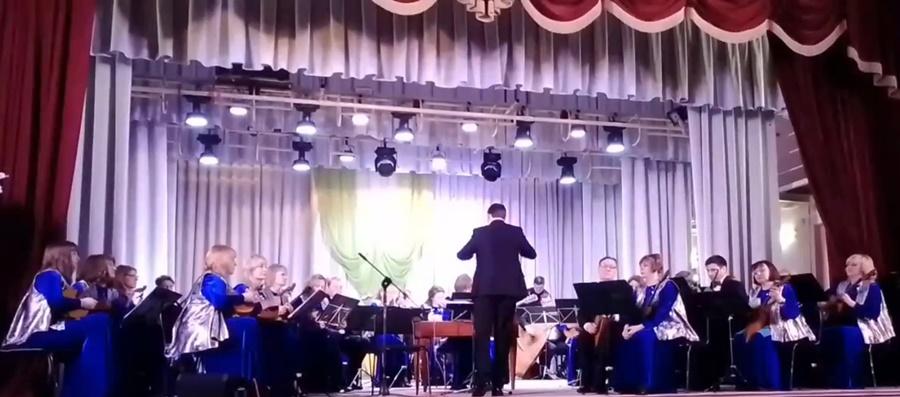 Оркестр «Малахит» выступил перед жителями района