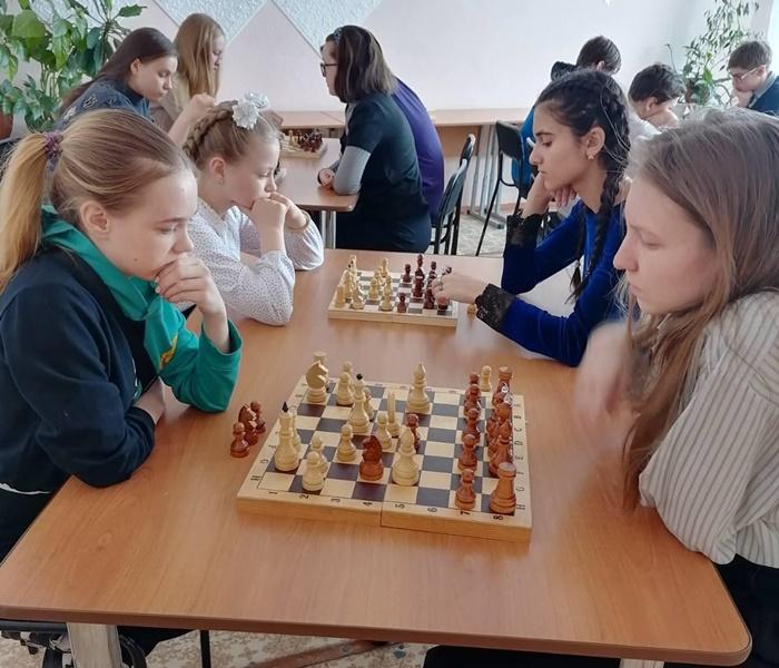 Школьники района состязались в шашках, шахматах и настольном теннисе