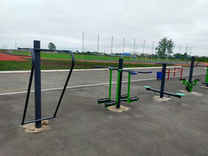 На стадионе «Метеор» установили новые уличные тренажеры