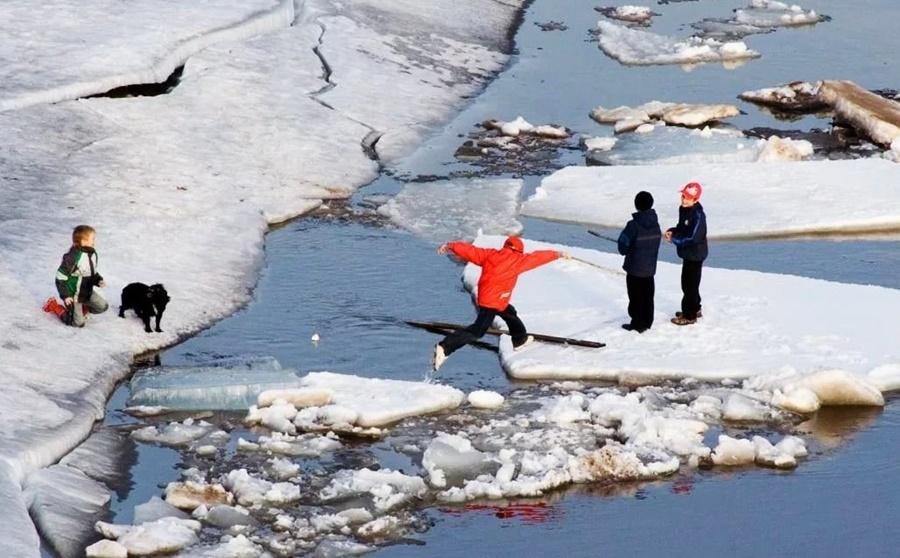 О паводке и опасности тонкого льда на водоемах
