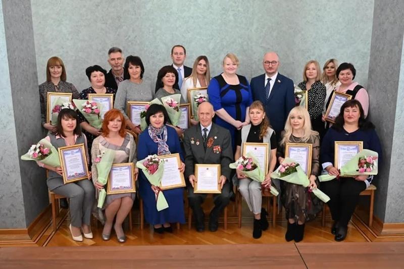 В Челябинске отметили труд тех, кто работает на благо людей старшего поколения