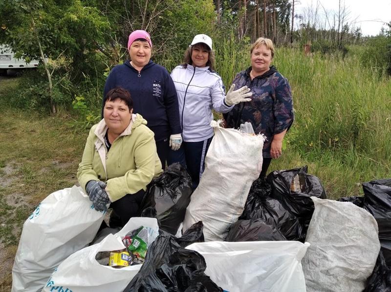 Волонтеры собрали 20 мешков мусора